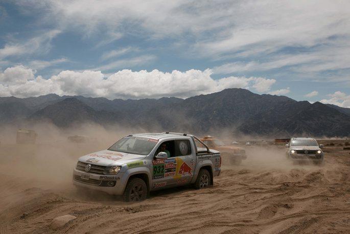 Al Dakar Rally 2012 un Amarok carico di celebrità