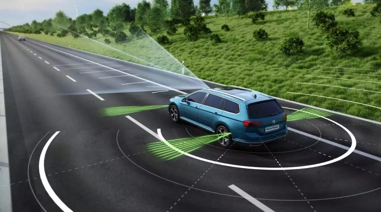Volkswagen Passat e Travel Assist.