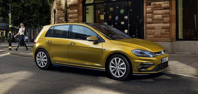 Volkswagen Golf 1.6 TDI tua da €297 al mese