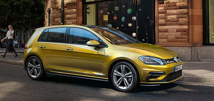 Volkswagen Golf 1.6 TDI Business tua a €279 al mese
